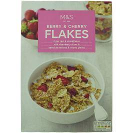 Marks & Spencer Rýžovo-pšeničné lupínky s kousky jahod a třešní