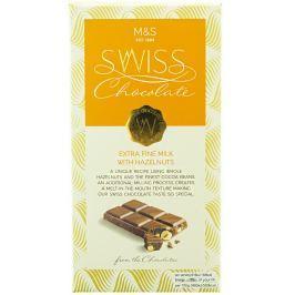 Marks & Spencer Švýcarská mléčná čokoláda s lískovými ořechy