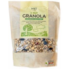 Marks & Spencer Ovesné vločky a pufovaná hnědá rýže s rozinkami, opraženými lískovými ořechy, pekanovými ořechy, plátky mandlí a pistáciovými oříšky